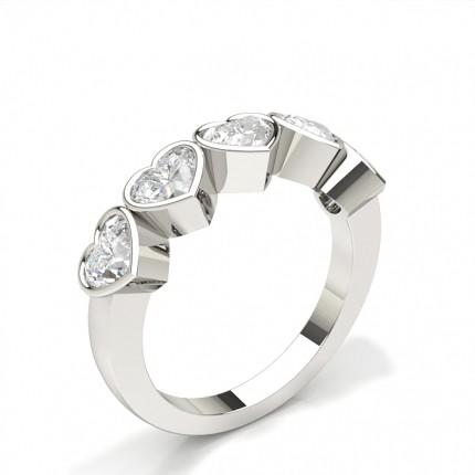 Fünf Diamanten in einer Zargenfassung